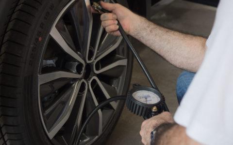 mise à pression des pneumatiques selon norme constructeur