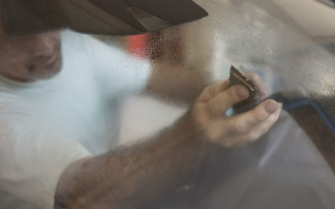 nettoyage de traces residuelles sur le pare-brise